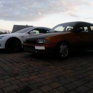 Astra 16V Turbo trifft Tesla Model S P85+